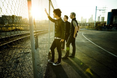 green-day-21st-century-breakdown-official-photoshoot-green-day-5516401-700-467.jpg